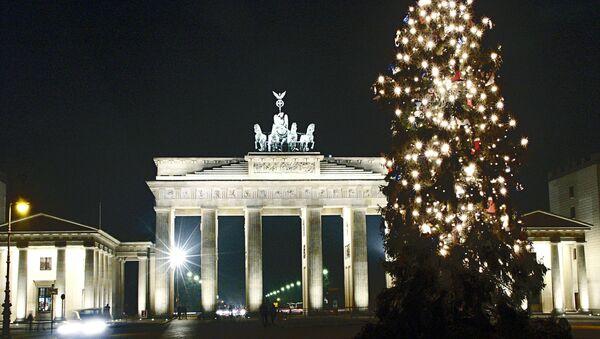 La Porta di Brandeburgo a Berlino alla vigilia di Natale - Sputnik Italia
