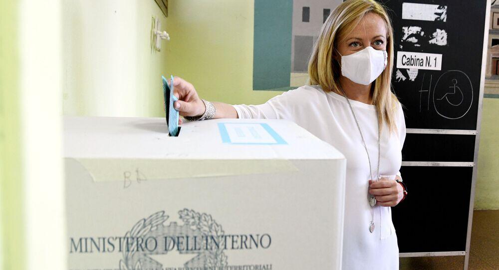 Giorgia Meloni FdI vota per il referendum costituzionale