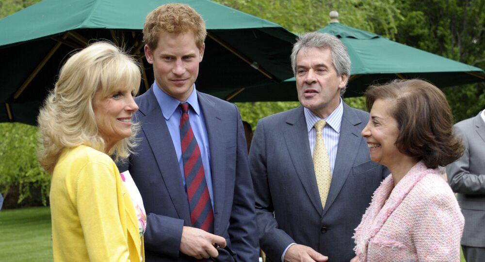 Principe Harry parla con Jill Biden in ricevimento ad Ambasciata britannica a Washington