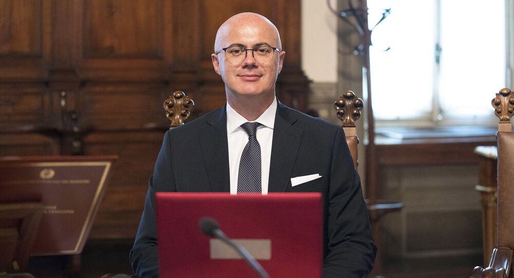 Il Ministro per i Rapporti con il Parlamento, Federico D'Incà (foto d'archivio)
