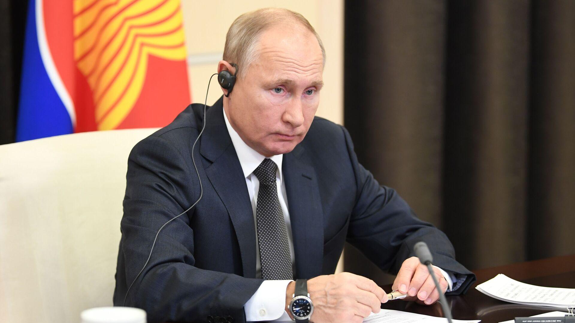 Il presidente russo Vladimir Putin al 15° vertice dell'Asia orientale - Sputnik Italia, 1920, 06.05.2021