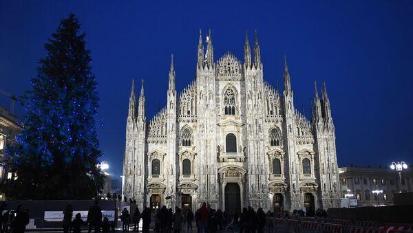 Milano, piazza Duomo durante le Feste Natalizie dell'anno scorso - Sputnik Italia