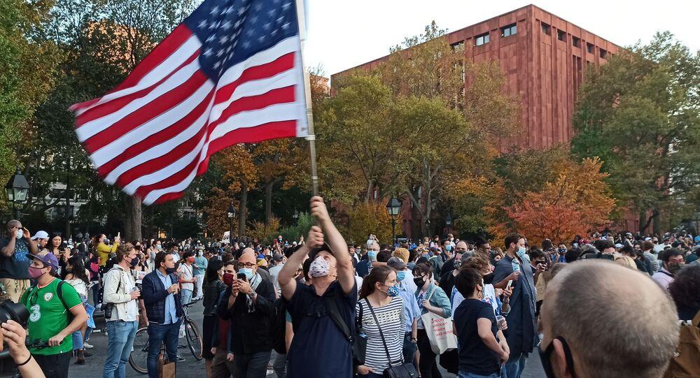 USA: sostenitori di Trump protestano davanti alla sede della Corte Suprema