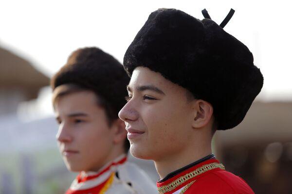 I partecipanti all'evento dedicato all'inaugurazione del complesso storico-culturale Slobozhanshchina nella regione di Belgorod, Russia.  - Sputnik Italia