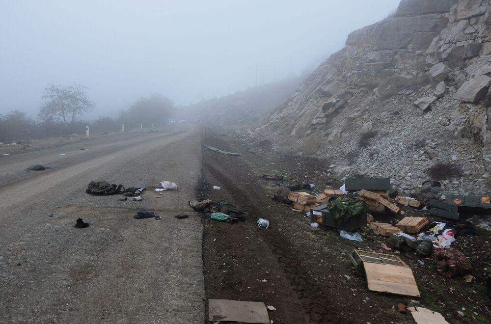 Munizioni sparse sull'autostrada federale del Nagorno-Karabakh