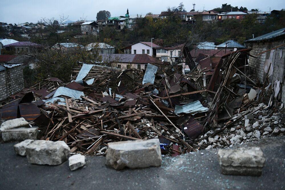 Case distrutte a Stepanakert
