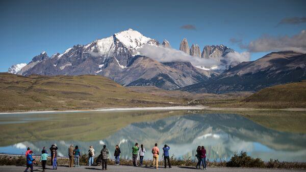 Turisti nel Parco nazionale Torres del Paine, Cile - Sputnik Italia