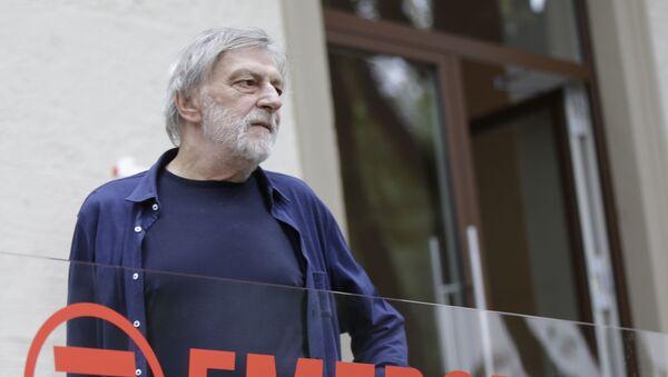 Gino Strada presso la sede dell'organizzazione a Milano - Sputnik Italia