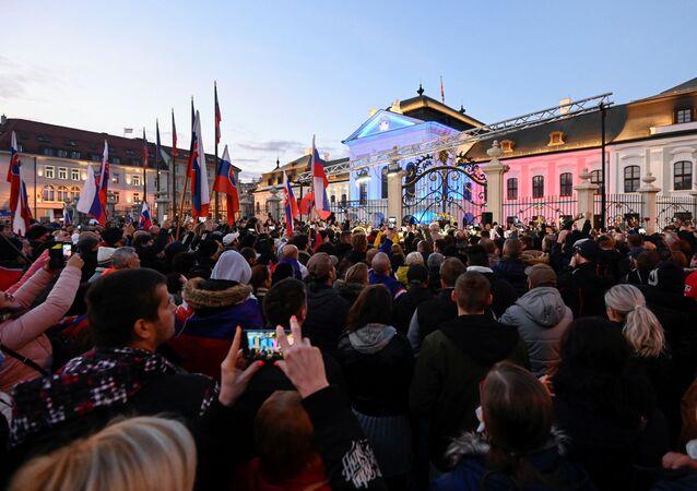 I manifestanti durante una protesta a Bratislava