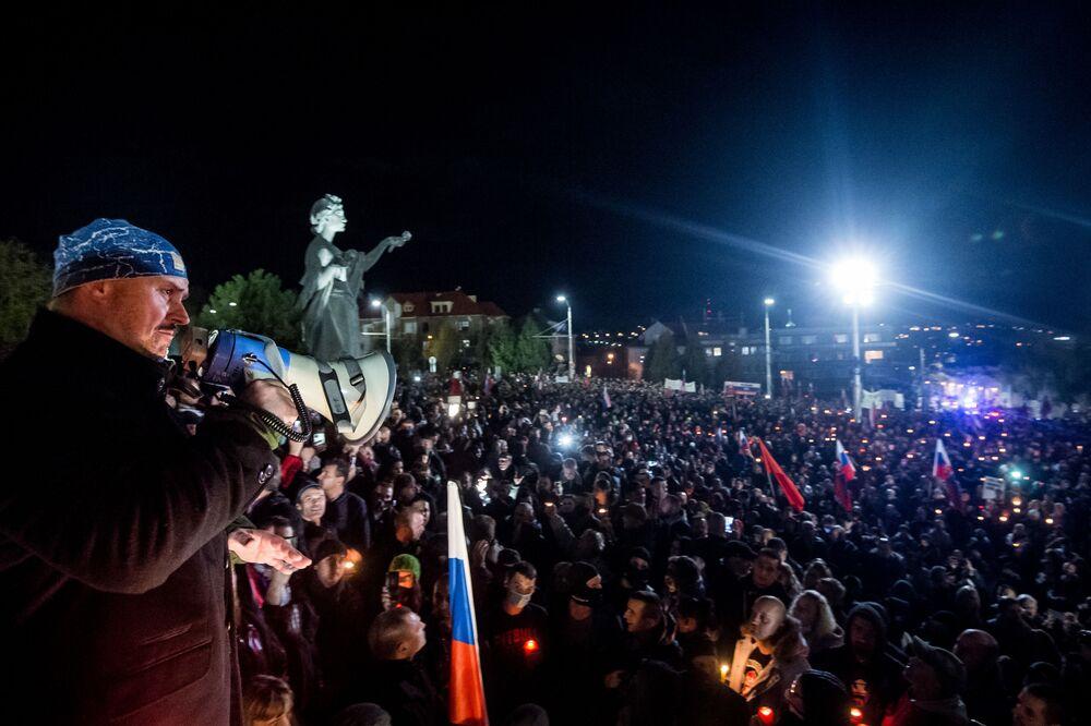 Marian Kotleba, leader del Partito Popolare Slovacchia Nostra di estrema destra, durante una protesta a Bratislava
