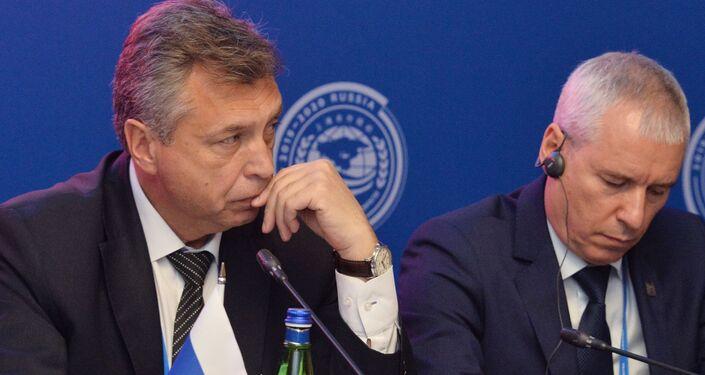 Direttore del dipartimento delle attività internazionali del ministero russo delle emergenze Vladimir Solovyov (a sinistra) a una riunione dei capi delle agenzie territoriali dei dipartimenti di emergenza degli Stati membri dell'Organizzazione per la cooperazione di Shanghai (SCO) responsabili della cooperazione transfrontaliera a Chelyabinsk.