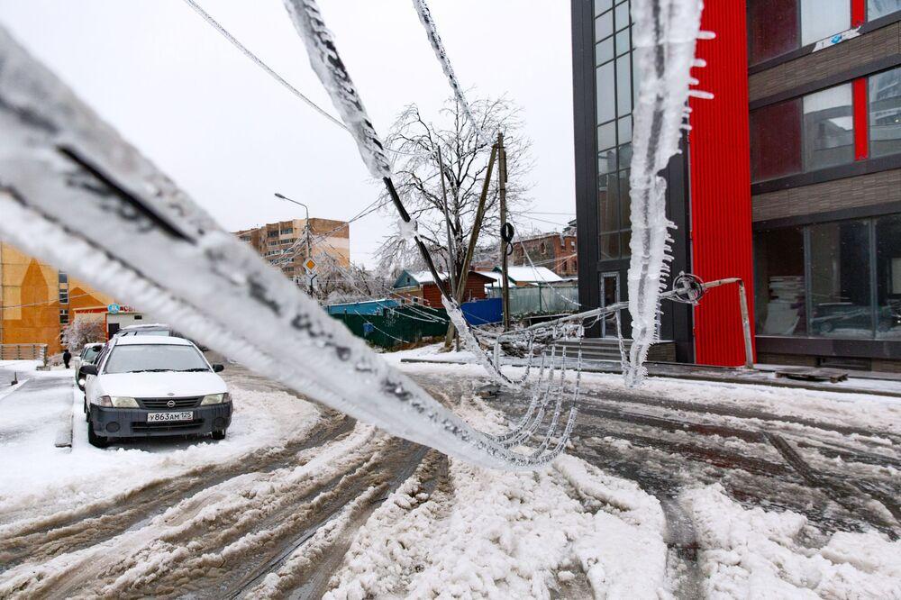 Le conseguenze di pioggia gelata a Vladivostok, Russia.