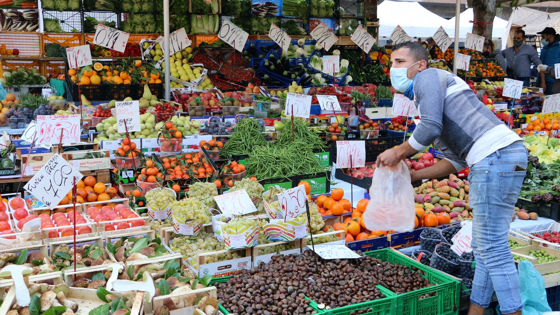 Mercato di frutta e verdura - Sputnik Italia, 1920, 21.05.2021