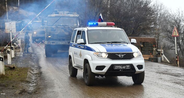 Attrezzature militari delle forze di pace russe al posto di blocco nel Corridoio di Laçın