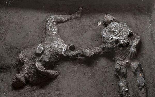 Eccezionale scoperta a Pompei di due corpi intatti - Sputnik Italia