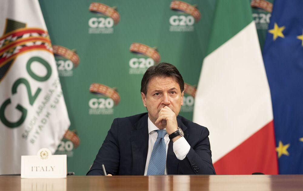 Il Presidente del Consiglio, Giuseppe Conte, partecipa alla sessione dei lavori della prima giornata G20