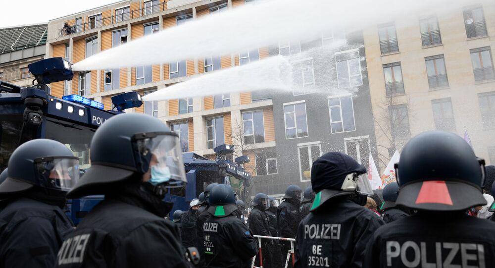 Proteste contro le misure restrittive di Coronavirus a Berlino