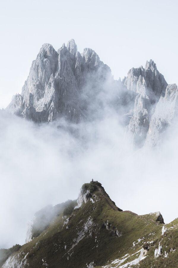 Lo scatto Davanti ai giganti della fotografa italiana Ester Turri, finalista del Premio Agora #BestPhotoOf2020 - Sputnik Italia