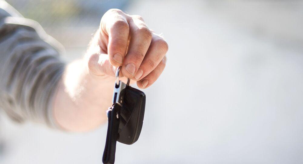 Chiavi dell'auto, chiavi in mano, auto, noleggio auto
