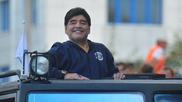 Diego Armando Maradona, ospite d'onore di un incontro del club bielorusso Dinamo Brest nel 2018 - Sputnik Italia