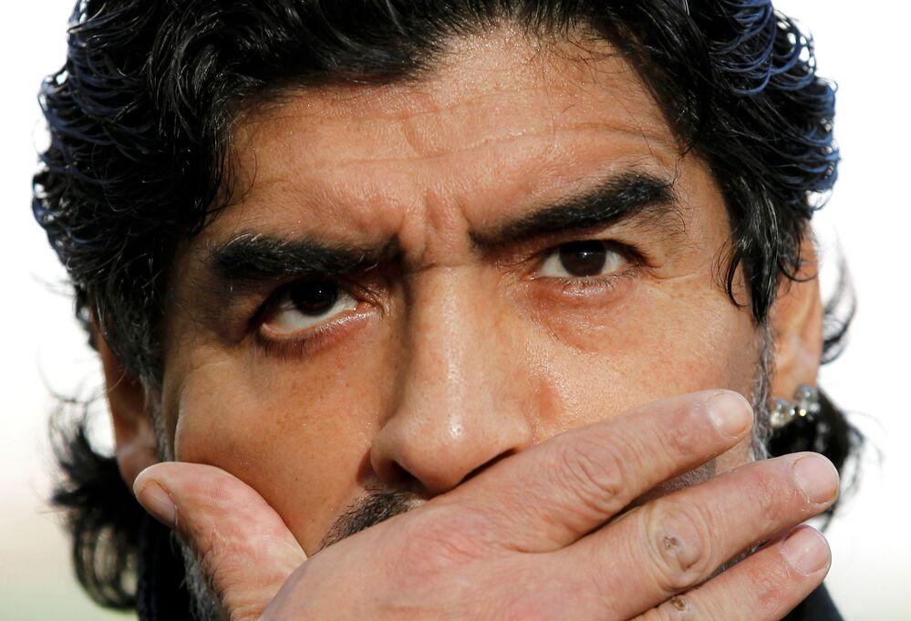 Il calciatore argentino Diego Maradona durante un'intervista, 2010