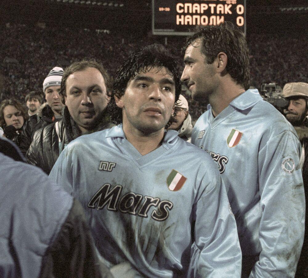 Diego Maradona, giocatore della squadra italiana Napoli dopo una partita con la squadra di Mosca Spartak, 1990