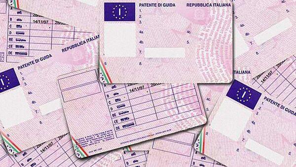 Patente di guida italiana, autorizzazione amministrativa necessaria per poter condurre veicoli a motore - Sputnik Italia
