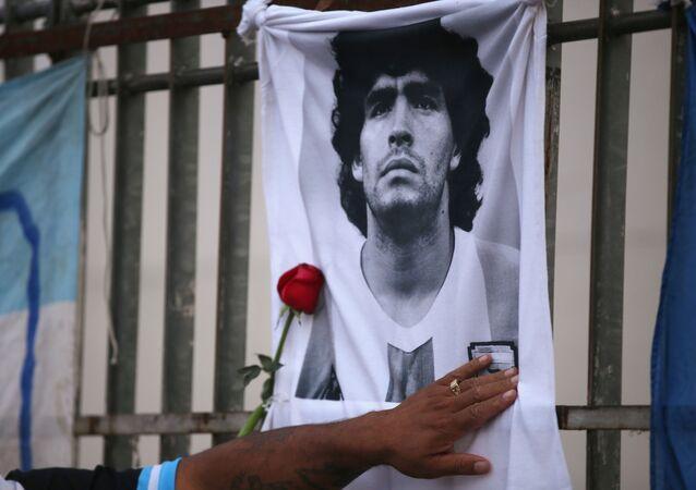 La cerimonia di commemorazione di Maradona