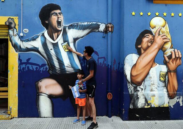 Rendendo omaggio a Maradona