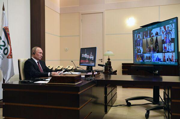 Il presidente russo Vladimir Putin partecipa al vertice del G20 in videoconferenza - Sputnik Italia