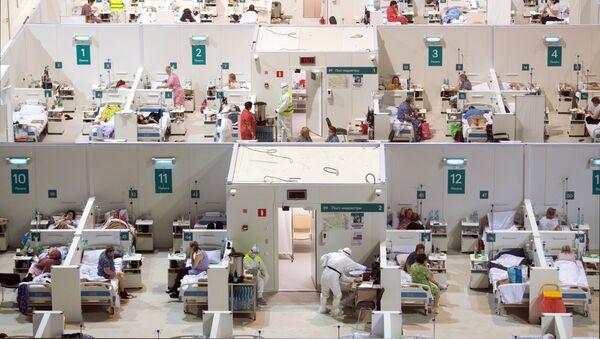 Временный госпиталь для пациентов с COVID-19, развернутый в ледовом дворце Крылатское - Sputnik Italia