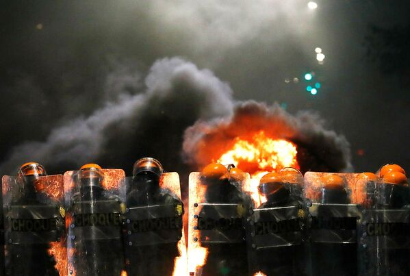 Rivolte e incendi in seguito all'omicidio di un uomo di colore nell'ipermercato brasiliano Carrefour di Porto Alegre - Sputnik Italia