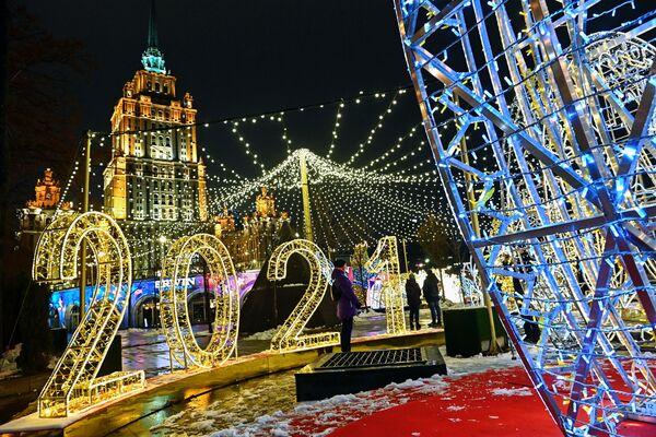 Decorazione di illuminazione di Natale e Capodanno a Mosca - Sputnik Italia