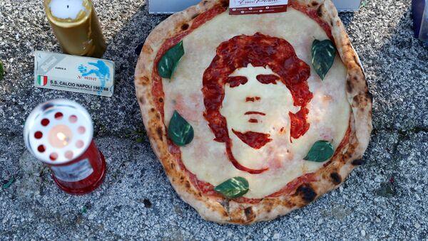 Napoli rende omaggio a Maradona - Sputnik Italia