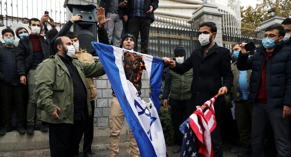 Proteste e rabbia a Teheran per uccisione del fisico nucleare Mohsen Fakhrizadeh