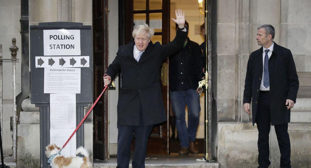 Boris Johnson e il suo cane Dilyn