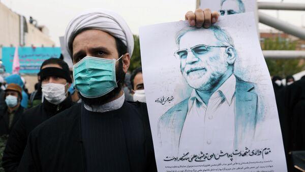 Демонстрация в Тегеране в связи с убийством ведущего ученого-ядерщика Ирана Мохсена Фахризаде - Sputnik Italia