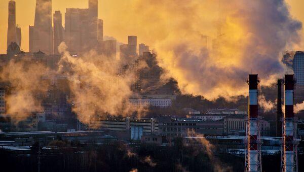 La centrale termica sullo sfondo del business center Moscow City a Mosca. - Sputnik Italia