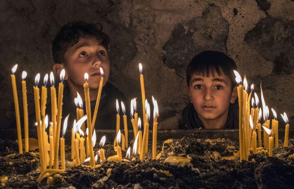 I bambini nel monastero di Dadivank situato nella città di Karvachar in Nagorno-Karabakh.