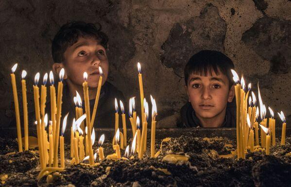 I bambini nel monastero di Dadivank situato nella città di Karvachar in Nagorno-Karabakh.  - Sputnik Italia