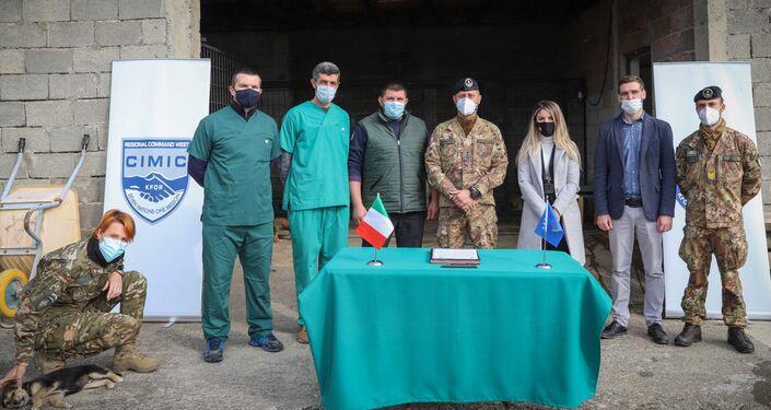 Militari italiani del Kofr in difesa dei randagi del Kosovo
