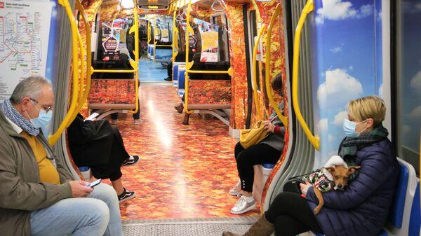 Le persone in metropolitana - Sputnik Italia