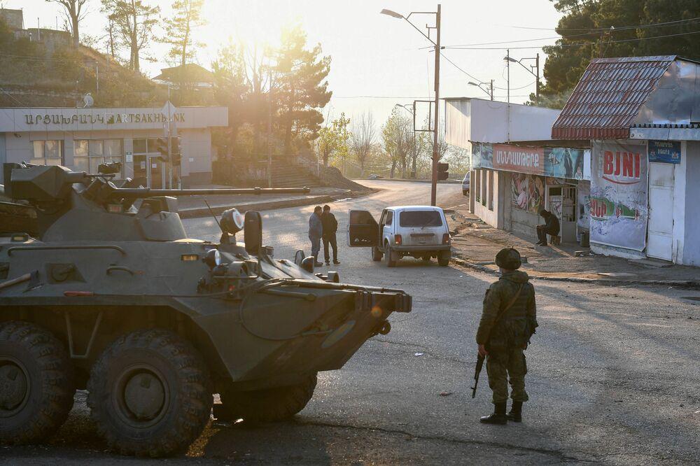 Le forze di pace russe controllano il corridoio Lachin, largo cinque chilometri.