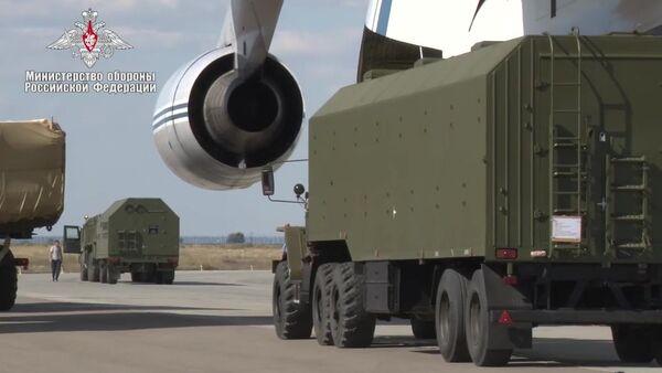 Поставка зенитной ракетной системы С-400 в Турцию - Sputnik Italia