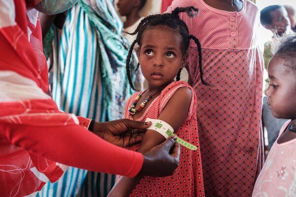 Un rifugiato etiope di 4 anni visto al centro di transito Village Eight a Gedaref, in Sudan - Sputnik Italia