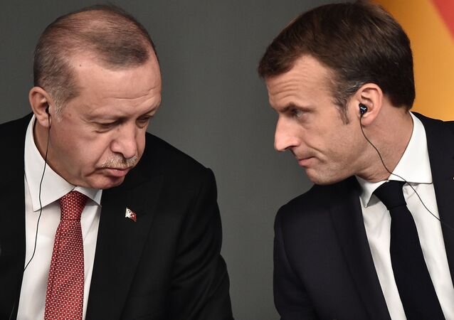Recep Tayyip Erdogan ed Emmanuel Macron (foto d'archivio)