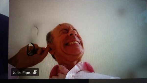 A screenshot from the video conference showing London's Deputy Mayor Jules Pipe CBE scratching his ear to get the wax out, December 3, 2020 - Sputnik Italia