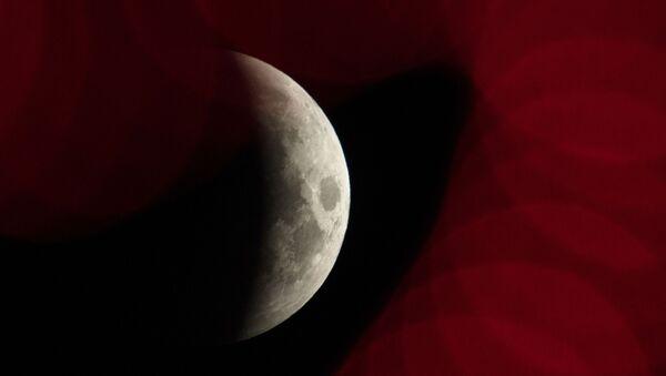Luna durante un'eclissi su Sochi, Russia - Sputnik Italia
