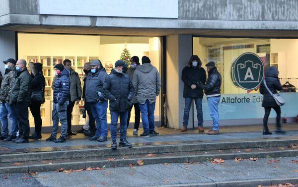 A Cernusco manifestazioni pro e contro la libreria sovranista Altaforte - Sputnik Italia
