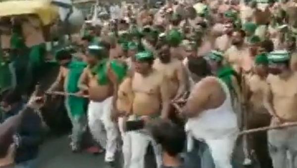 Protesta contadini indiani a torso nudo  - Sputnik Italia